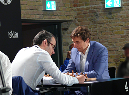 Dominguez (left) playing Karjakin in Berlin